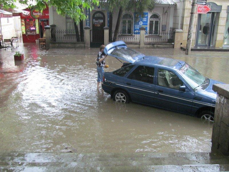 На Симферополь обрушилась непогода: город заливает дождем и засыпает крупным градом (+ФОТО, ВИДЕО), фото-2