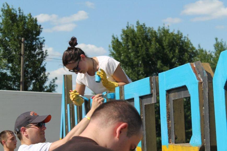 Стела на въезде в Димитров стала желто-голубой (ФОТО), фото-2