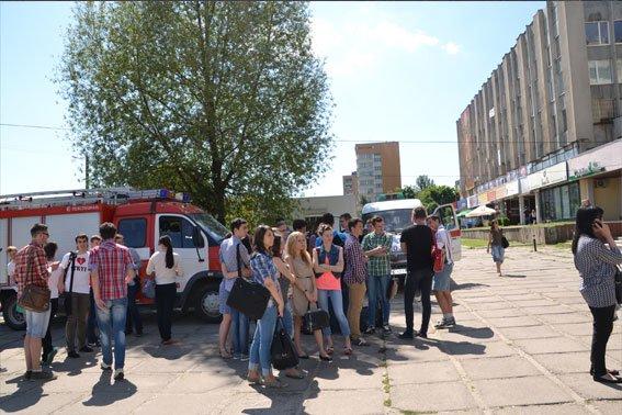 У Львівському інституті банківської справи шукають вибухівку, яку підклав студент (ФОТО), фото-2