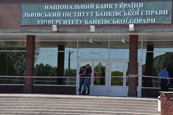 У Львівському інституті банківської справи шукають вибухівку, яку підклав студент (ФОТО), фото-4