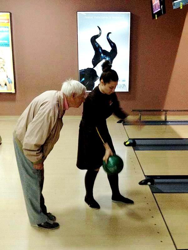 У Львові пенсіонери показали, як треба грати у боулінг (фоторепортаж), фото-5