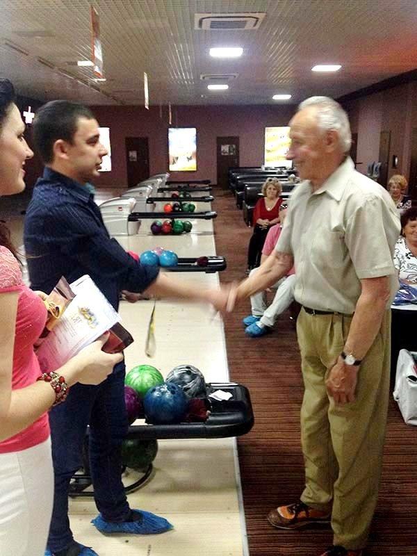 У Львові пенсіонери показали, як треба грати у боулінг (фоторепортаж), фото-8