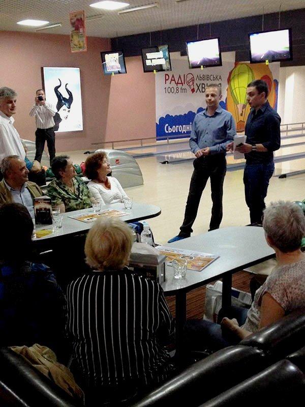 У Львові пенсіонери показали, як треба грати у боулінг (фоторепортаж), фото-2