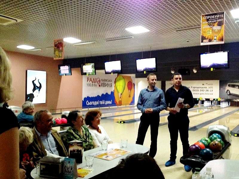 У Львові пенсіонери показали, як треба грати у боулінг (фоторепортаж), фото-3