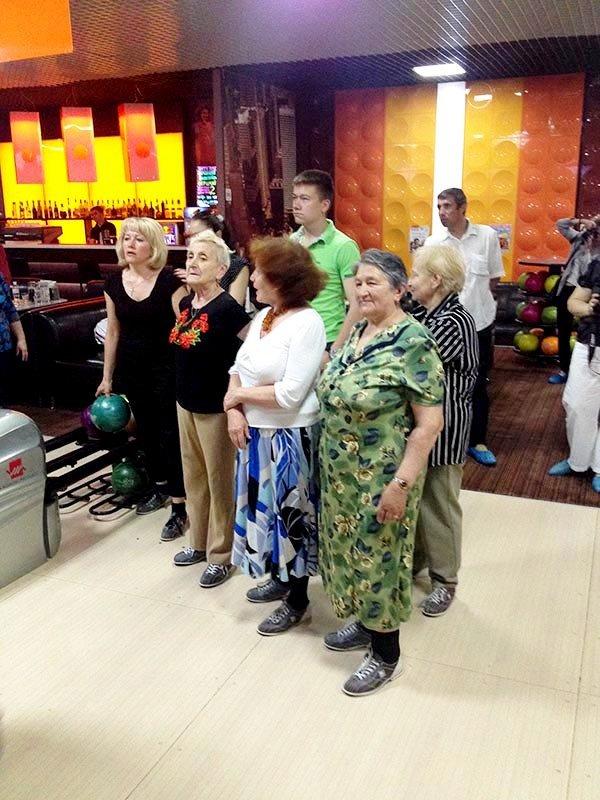 У Львові пенсіонери показали, як треба грати у боулінг (фоторепортаж), фото-6