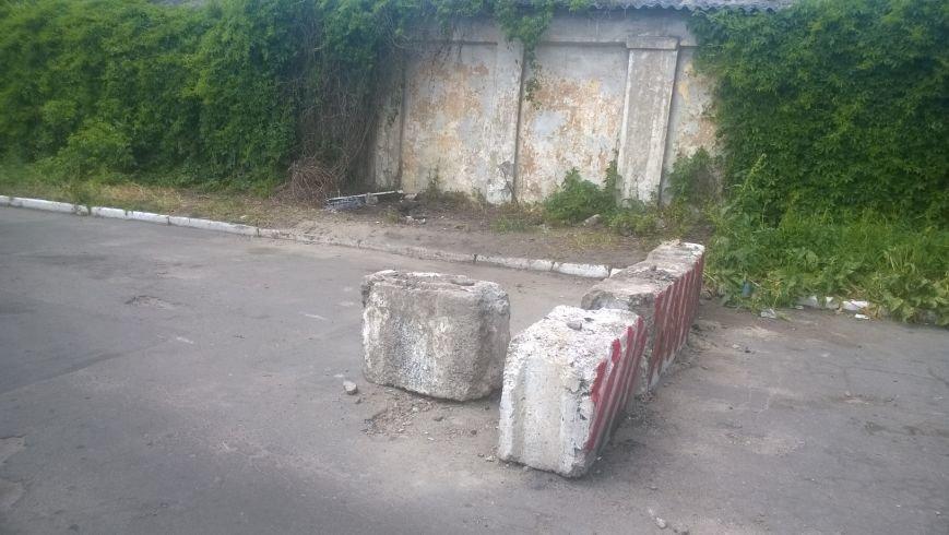 В Горловке возле одной из шахт разобрали блокпост, фото-4