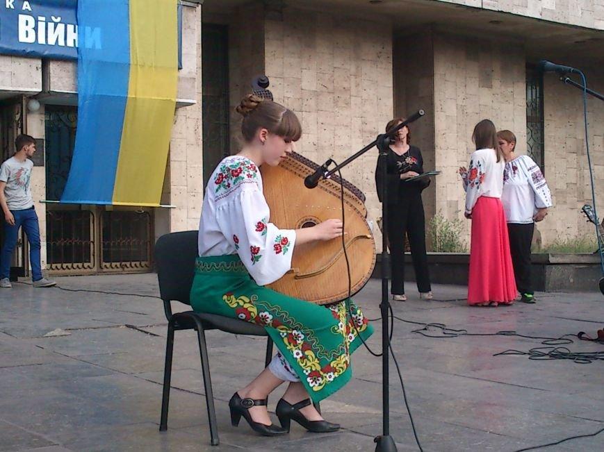 В Днепродзержинске состоялся праздничный вечер «Єдина Україна - моя родина», фото-1