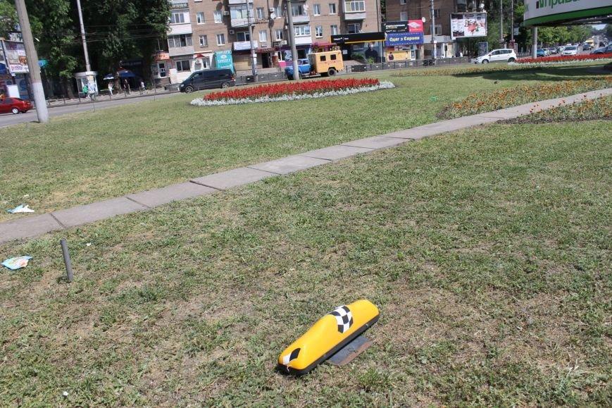 В Кривом Роге  «Renault Lodgy»  вылетел на кольцо 95 квартала (ФОТО), фото-3