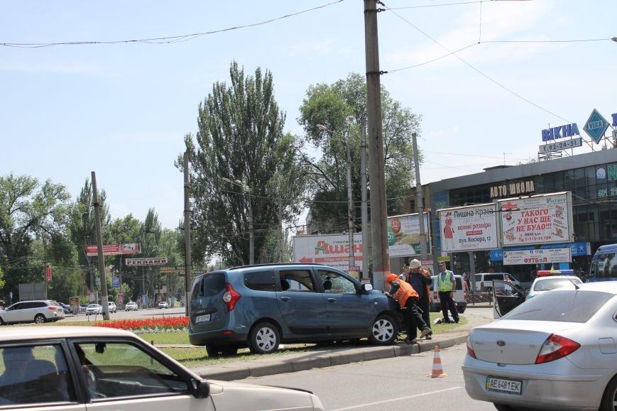 В Кривом Роге  «Renault Lodgy»  вылетел на кольцо 95 квартала (ФОТО), фото-4