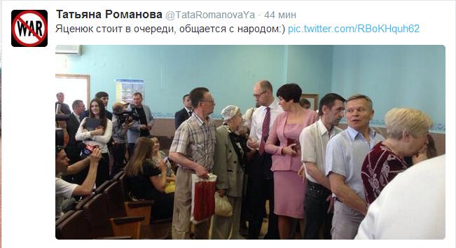 Яценюк відстояв величезну чергу, аби проголосувати (ФОТО), фото-1