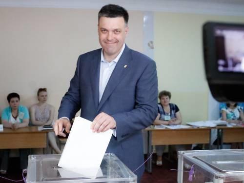 Львівському кандидату в президенти довелось відстояти в черзі, аби проголосувати (ФОТО), фото-1