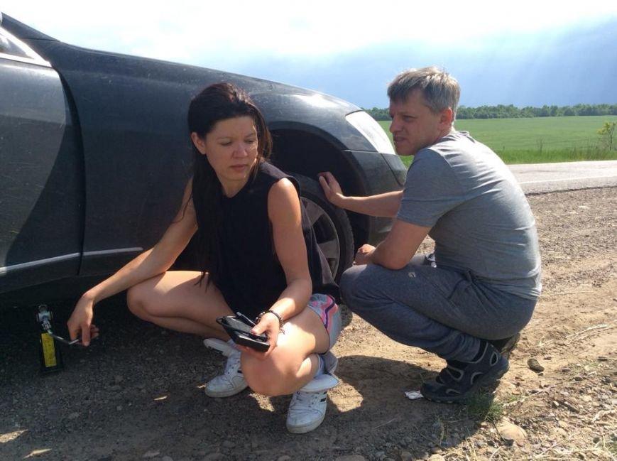 Львівська активістка Руслана не проголосувала, бо посеред поля пробила колесо (ФОТО), фото-2