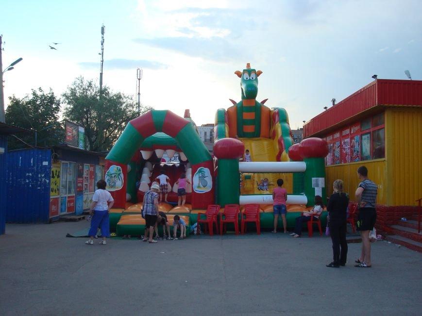 В Горловке люди не могут попасть на рынок из-за яркой коммерческой преграды, фото-5