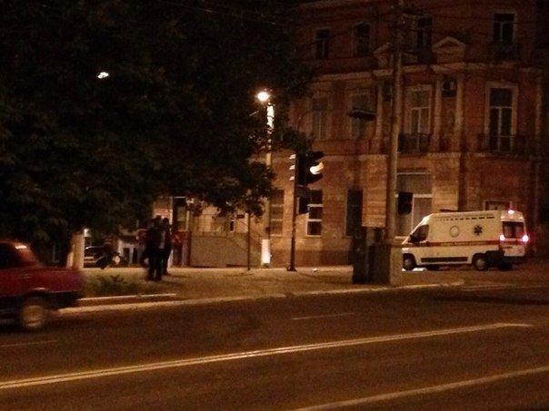В Мариуполе в  районе штаба ДНР стреляют. Слышны автоматные очереди, фото-1