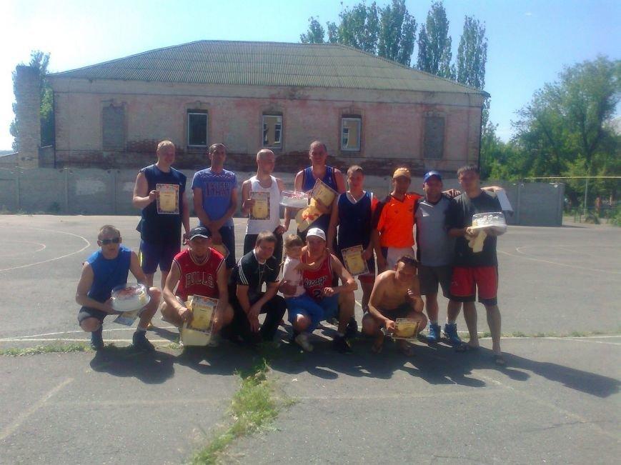 В турнире по стритболу в Артемовске приняли участие десять команд, фото-1