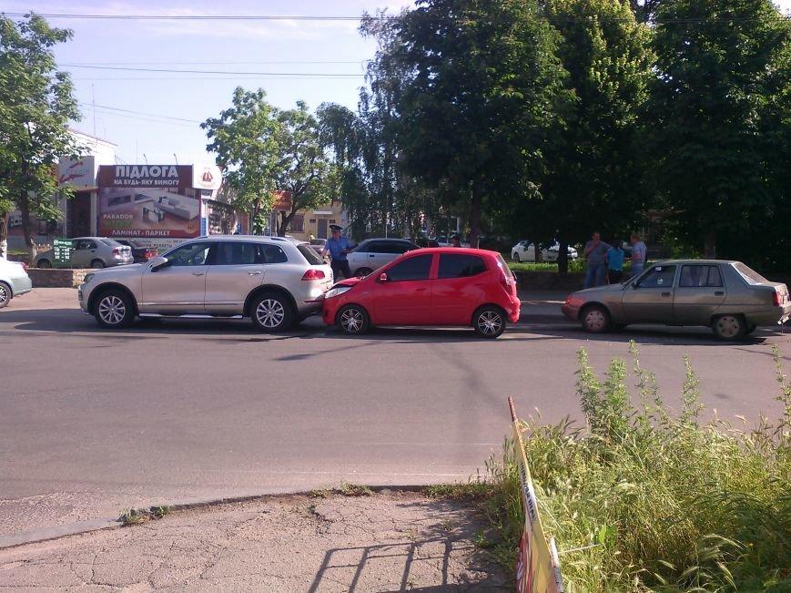 В Кировограде столкнулись две иномарки, фото-1