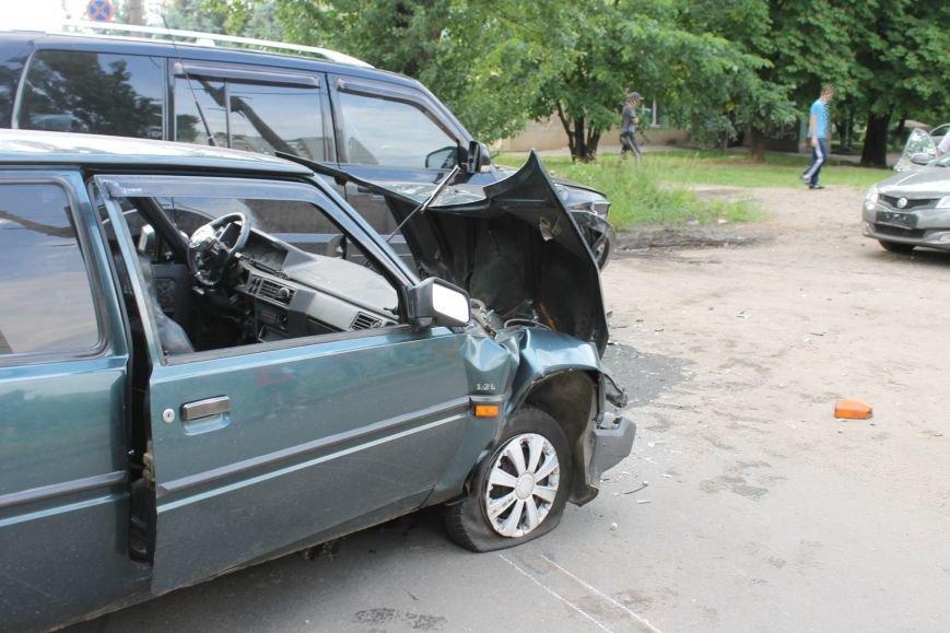 В Кривом Роге столкнулись Mitsubishi и «Таврия», повреждена MG (ФОТО), фото-8