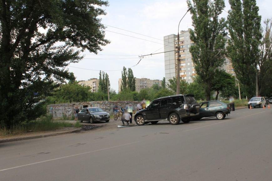 В Кривом Роге столкнулись Mitsubishi и «Таврия», повреждена MG (ФОТО), фото-1
