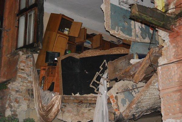 У Тернополі обвалилася стіна будинку (фото, відео), фото-6