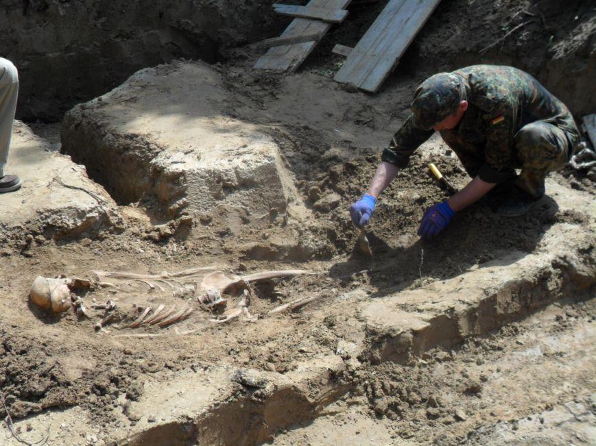 У Львові розкопали скелети жінок та дітей (ФОТО), фото-2