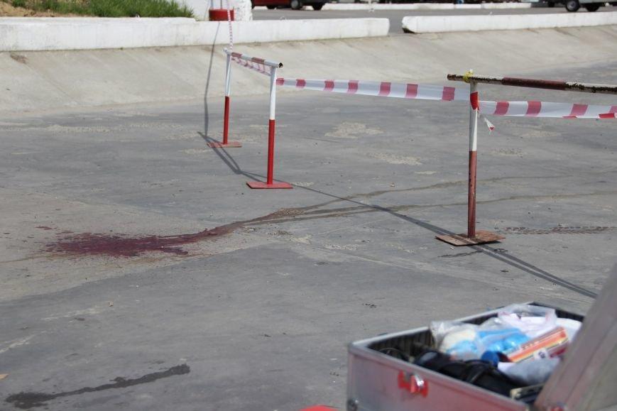 Будьте обережні! У Львові чоловік пошматував трьох людей ножем і втік на викраденому авто (ФОТО), фото-1