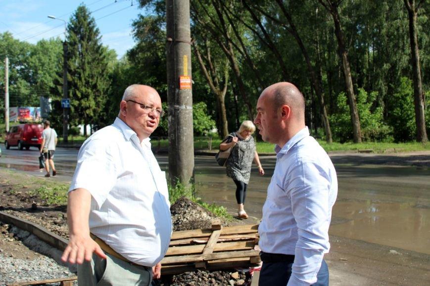 У Тернополі тривають роботи з капітального ремонту тротуарів (фото), фото-3