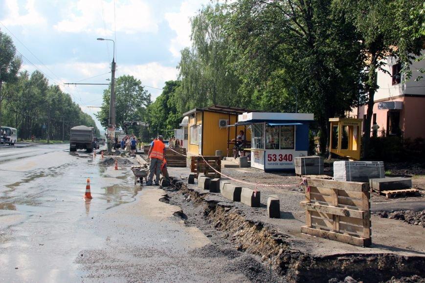 У Тернополі тривають роботи з капітального ремонту тротуарів (фото), фото-1