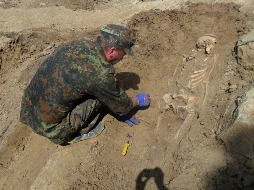 Останки малюків та жінок, яких вчора розкопали у Львові, поховають з усіма почестями (ФОТО), фото-3