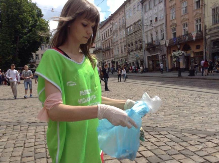 У Львові відкрили «полювання » за курцями: їм пропонують виміняти цигарки на цукерки (ФОТО, ВІДЕО), фото-1
