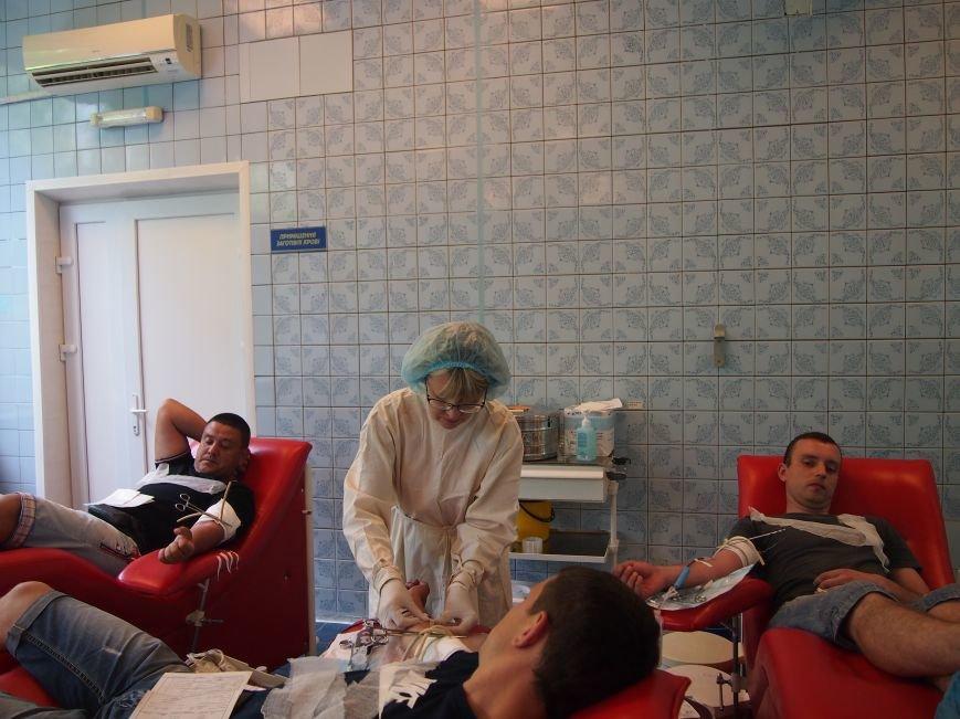 Днепродзержинские спасатели стали донорами крови для украинских  военных пострадавших в ходе АТО, фото-2
