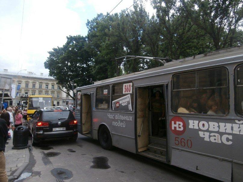 Я паркуюсь як мудак: у центрі Львова керманич джипу наплював на усіх пасажирів (ФОТО), фото-1