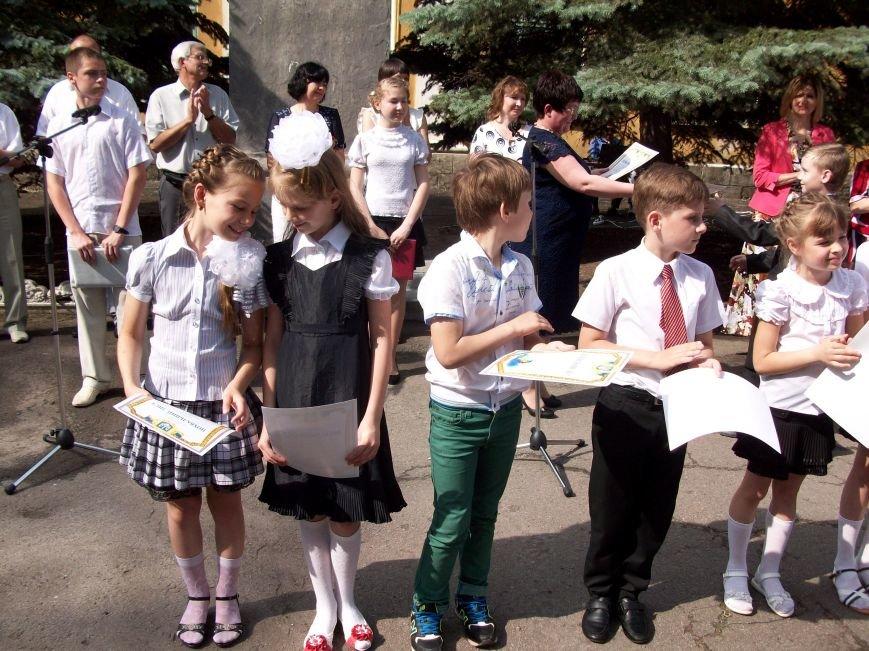 ФОТОФЛЕШМОБ: как прошел последний звонок в школах Артемовска, Соледара и Часов Яра (ОБНОВЛЯЕТСЯ), фото-2