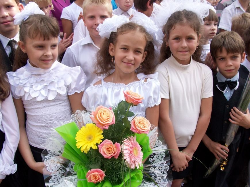 ФОТОФЛЕШМОБ: как прошел последний звонок в школах Артемовска, Соледара и Часов Яра (ОБНОВЛЯЕТСЯ), фото-1