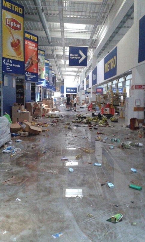 Зомби-апокалипсис или как грабили «Метро» в Донецке, фото-4