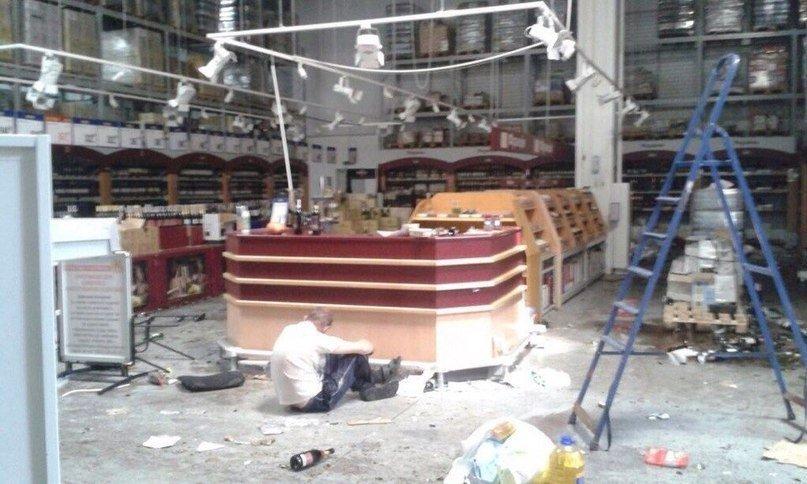 Зомби-апокалипсис или как грабили «Метро» в Донецке, фото-5