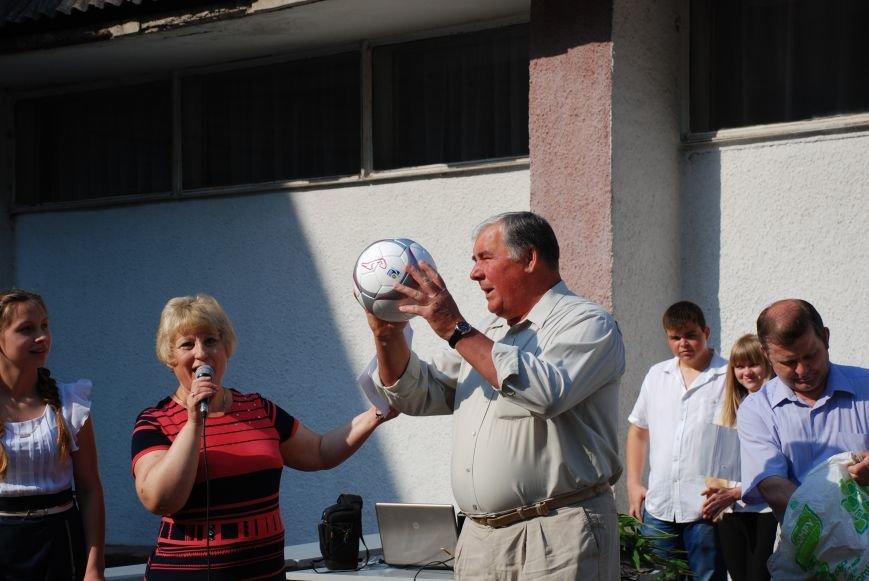 Двенадцать школ Енакиево получили мячи Федерации футбола Украины, фото-3