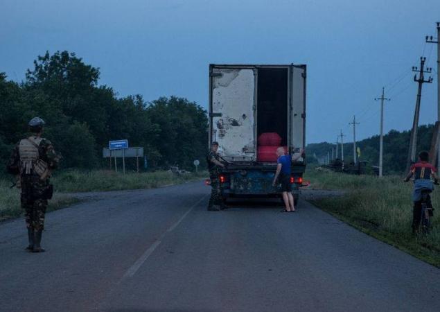 З'явилися шокуючі фото, як тіла вбитих терористів везуть із Донецька в Росію, фото-1