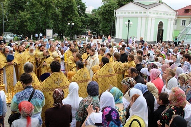 Губернатор и члены правительства Белгородской области участвовали в перенесении мощей священномученика Никодима, фото-2