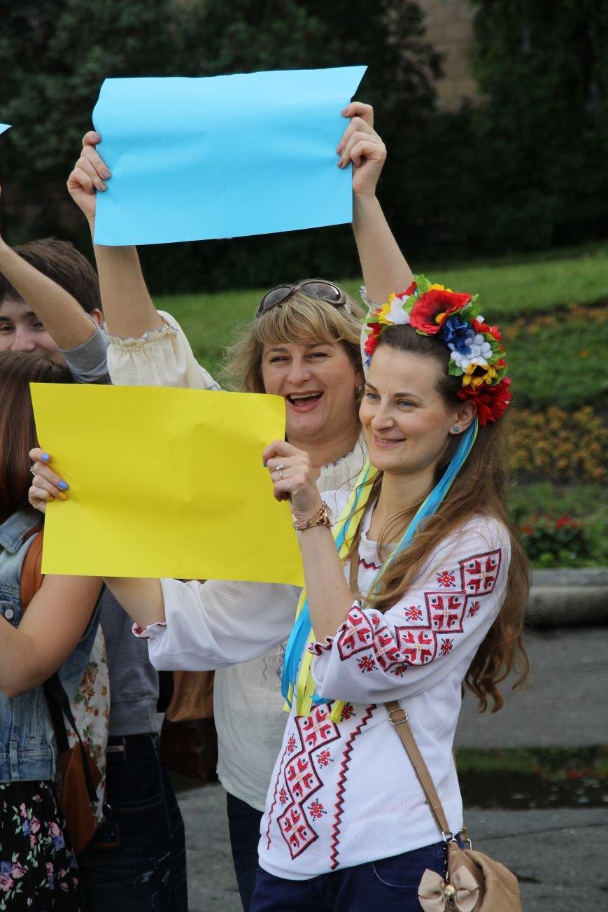 В Днепропетровске прошел флешмоб «Украина - это мы» (ФОТОРЕПОРТАЖ), фото-16