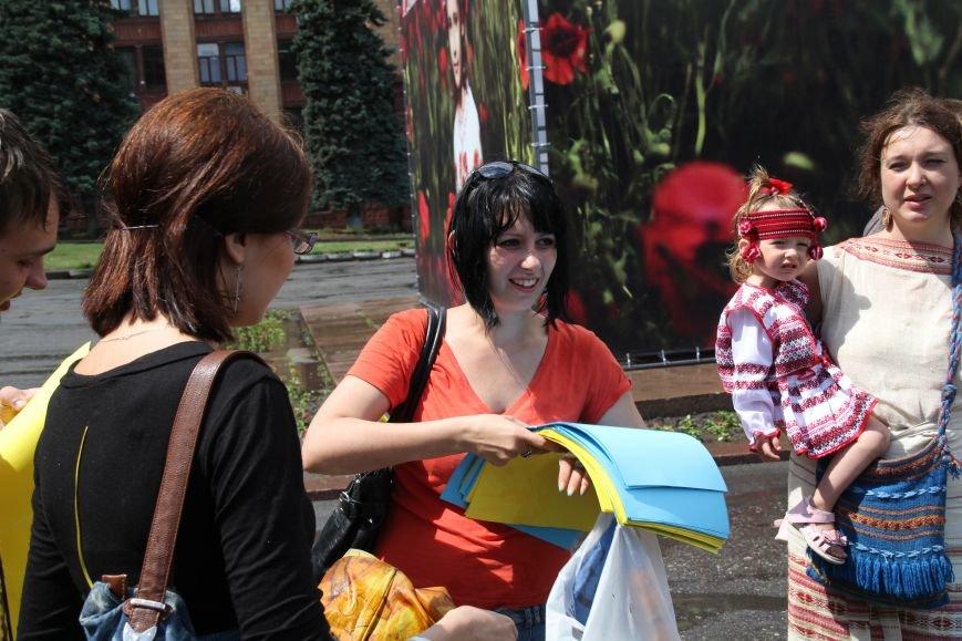 В Днепропетровске прошел флешмоб «Украина - это мы» (ФОТОРЕПОРТАЖ), фото-10