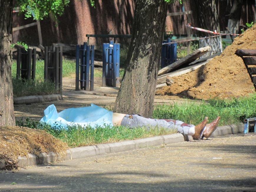 В Мариуполе около полудня зарезали молодого парня (ФОТО), фото-3