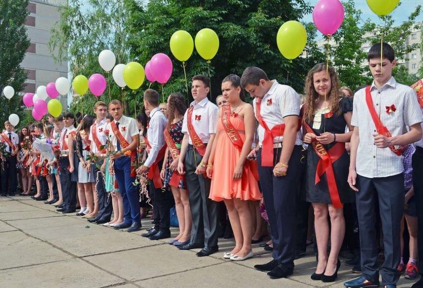 В луганской мэрии рассказали, как прошел последний звонок (ФОТО), фото-7