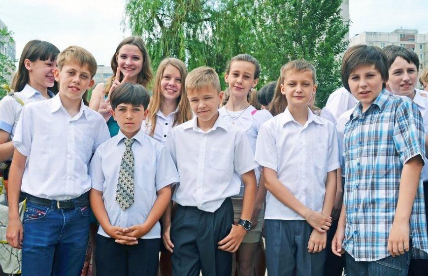 В луганской мэрии рассказали, как прошел последний звонок (ФОТО), фото-10