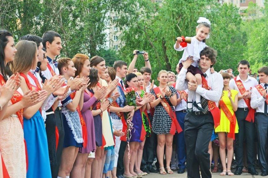 В луганской мэрии рассказали, как прошел последний звонок (ФОТО), фото-5