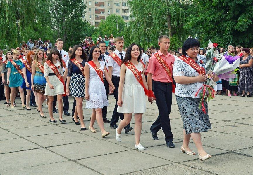 В луганской мэрии рассказали, как прошел последний звонок (ФОТО), фото-17