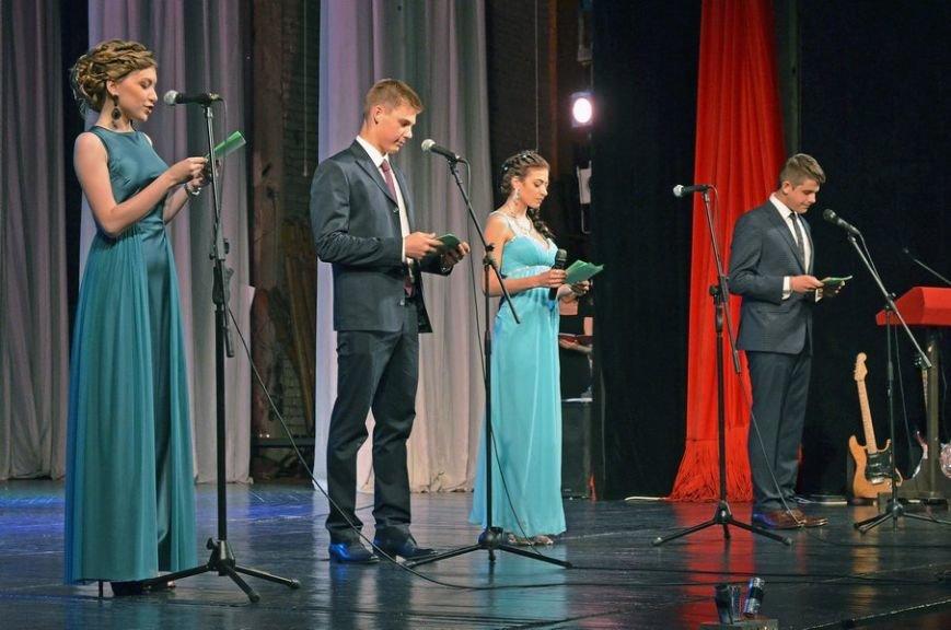 В луганской мэрии рассказали, как прошел последний звонок (ФОТО), фото-8