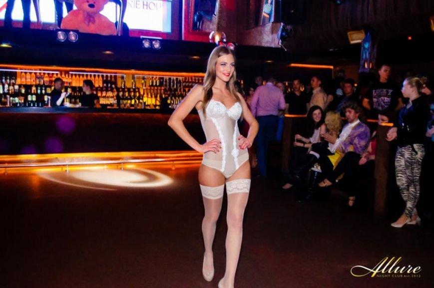 В тернопільському нічному клубі розгулювали моделі в нижній білизні (фото), фото-25