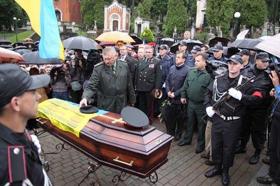 Кореспондента ТСН вразило, як прощались із Кульчицьким (фоторепортаж), фото-8