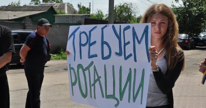 В Днепропетровске пикетировали воинскую часть с требованием вернуть срочников в место их постоянной дислокации (ФОТО), фото-1