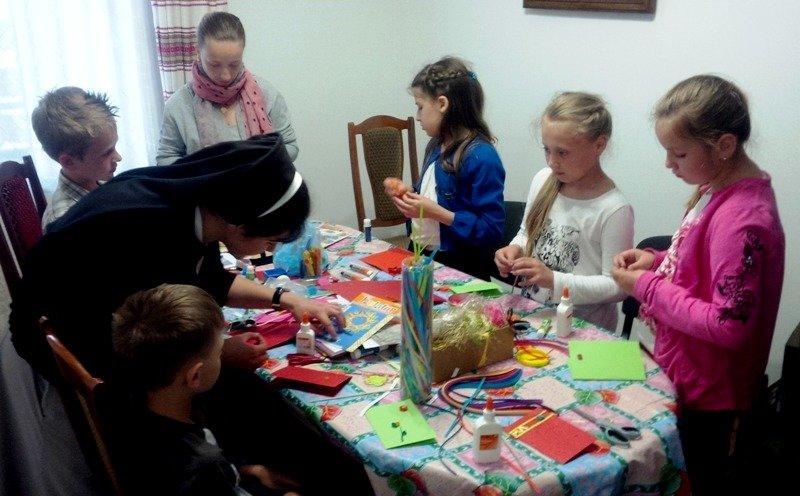 У Львові діти із вразливих сімей відсвяткували день матері із монахинями (фоторепортаж), фото-2